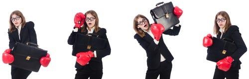 El boxeador de sexo femenino divertido del empleado aislado en blanco imágenes de archivo libres de regalías
