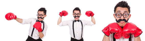 El boxeador divertido aislado en el fondo blanco Imagenes de archivo
