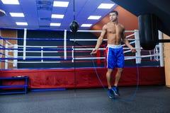 El boxeador que salta con la cuerda que salta Fotos de archivo libres de regalías