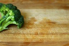 El bróculi aislado recientemente lavado hermoso, orgánico tiró 5 imagen de archivo