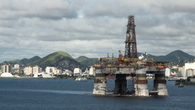 El Brasil - aceite Rig In Rio de Janeiro almacen de video