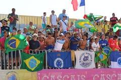 El Brasil contra la muchedumbre de Portugal - partido Mundialito Carcavelos 2017 Portugal Imagen de archivo