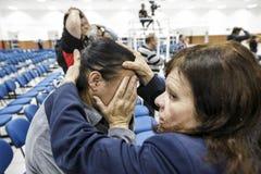 El Brasil - San Paolo - La Igreja Mundial hacen a Poder de Deus - imposición de la mano para el milagro imagenes de archivo