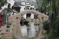 El bridage de piedra tradicional en ciudad vieja Fotos de archivo