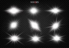 El brillar intensamente blanco ligero estalla en un fondo transparente stock de ilustración
