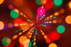 El brillar intensamente de las luces de la Navidad (fondo del movimiento de la falta de definición) Imágenes de archivo libres de regalías