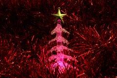 El brillar intensamente del árbol de navidad Foto de archivo libre de regalías