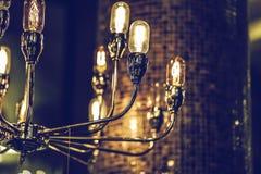 El brillar intensamente ligero de lujo retro hermoso de la decoración de la lámpara Fotografía de archivo libre de regalías