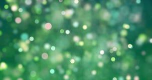 El brillo digital de la Navidad chispea el bokeh amarillo verde de las partículas del color que fluye en el fondo verde, nuevo fe