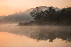 El brumoso en el río Foto de archivo libre de regalías