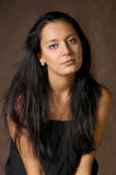 El brunette con el pelo largo Fotos de archivo libres de regalías