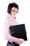 El brunette en un suéter rosado Foto de archivo