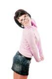 El brunette en un suéter rosado Fotos de archivo