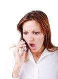 El brunette joven con la expresión enojada en cara habla imágenes de archivo libres de regalías