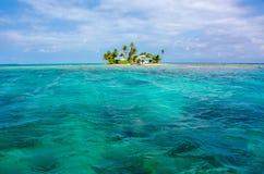 El bucear en agua clara en la isla hermosa Imagen de archivo