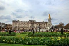 El Buckingham Palace es la residencia de HRH The Queen Elizabeth II Fotos de archivo