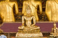 El Buda de oro es hermoso que adoración de los budistas foto de archivo