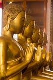 El Buda de oro es hermoso que adoración de los budistas imagenes de archivo