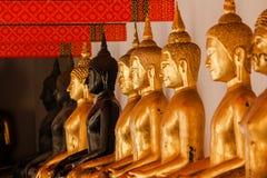 El Buda de oro es hermoso que adoración de los budistas fotografía de archivo libre de regalías