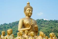 El Buda de oro más grande en el parque conmemorativo de Buda Imagen de archivo libre de regalías