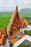 El Buda en el sua Kanchanaburi del thum de Wat Foto de archivo libre de regalías