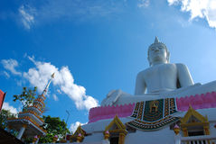 El Buda grande con el cielo azul Imagen de archivo
