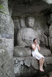 El buddha y la muchacha Imagenes de archivo