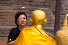 El buddhism tailandés ruega para la adoración del beneficio Fotografía de archivo libre de regalías