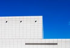 El buding blanco en cielo azul Fotografía de archivo