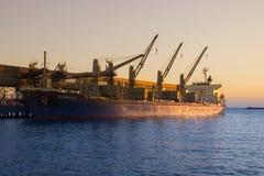 El buque de carga imagen de archivo libre de regalías