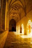 EL Burgo de Osma, España - 2 de mayo de 2017: Contraste y color aumentados en el claustro gótico, catedral del EL Burgo de Osma fotografía de archivo libre de regalías