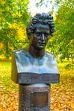 El busto del artista ruso famoso y el pintor Karl Bryullov en el Mikhailovsky cultivan un huerto en St Petersburg, Rusia Imagen de archivo libre de regalías