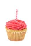 El buttercream rojo heló la magdalena con una sola vela del cumpleaños Fotografía de archivo libre de regalías