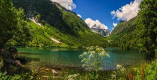 El Cáucaso, lago Badukskoe Foto de archivo libre de regalías