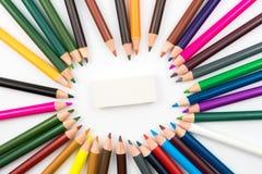 El círculo hecho del colorante dibujó a lápiz con el borrador en centro Fotos de archivo libres de regalías
