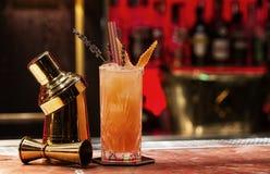 El cóctel anaranjado con adorna Imagen de archivo