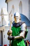 El caballero en una armadura del combate antes comienza el _de la batalla foto de archivo libre de regalías