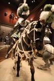 El caballero Jousting a caballo imagenes de archivo