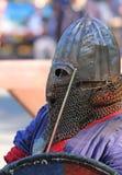El caballero medieval en cierre de la batalla para arriba Fotografía de archivo libre de regalías