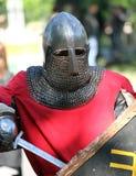 El caballero medieval que tiene un resto Imagen de archivo libre de regalías