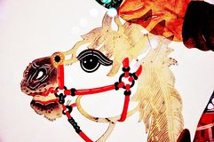 El caballo blanco del dragón en el juego de sombra fotos de archivo libres de regalías