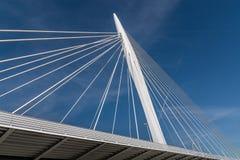 El cable permanecía el puente Imagenes de archivo