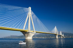 El cable permanecía el puente, Grecia Imagen de archivo
