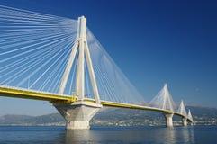 El cable permanecía el puente, Grecia Imagenes de archivo