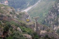 El cablecarril Montserrat-Aeri a la abadía benedictina Santa Maria de Montserrat, España Foto de archivo libre de regalías