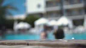 El cabrito que salta en piscina metrajes