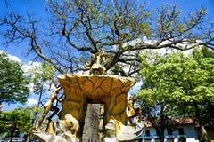 El Cacique de Guanenta Sculpture在自由公园在圣希尔,哥伦比亚 免版税库存图片