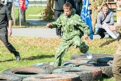 El cadete pasa la etapa de los deportes de la retransmisión Imagenes de archivo