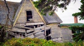 El caer abajo casa Foto de archivo