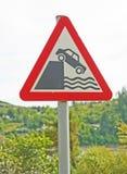 El caer apagado un acantilado: muestra del peligro. Imagen de archivo libre de regalías